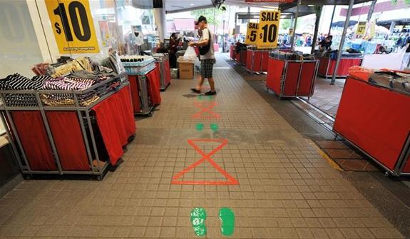 """新加坡防疫:保持""""社交距離"""""""